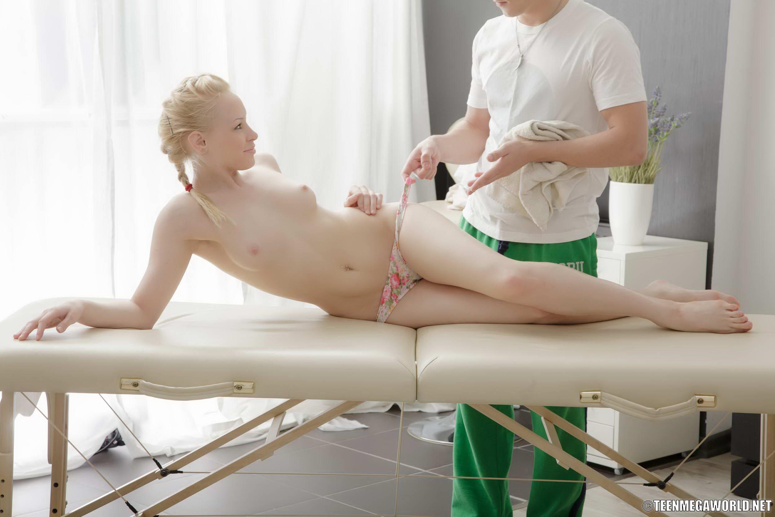 Японочка первый раз на массаже 11 фотография